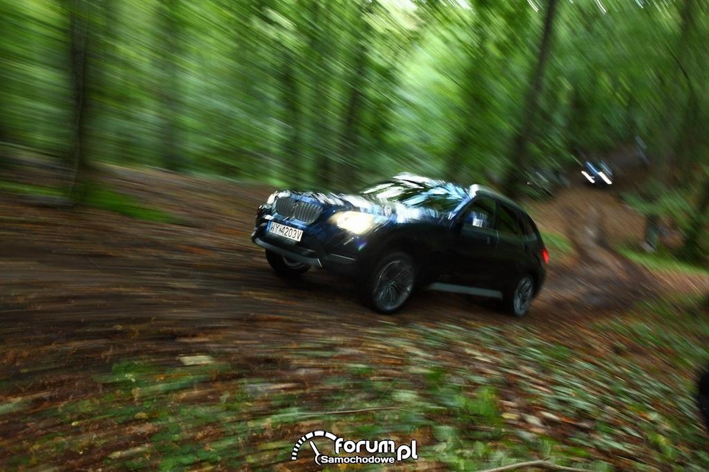 BMW X1, off-road, jazda przez las, szkolenie BMW i WOŚP