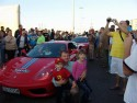 Ferrari Martini w tłumie ludzi