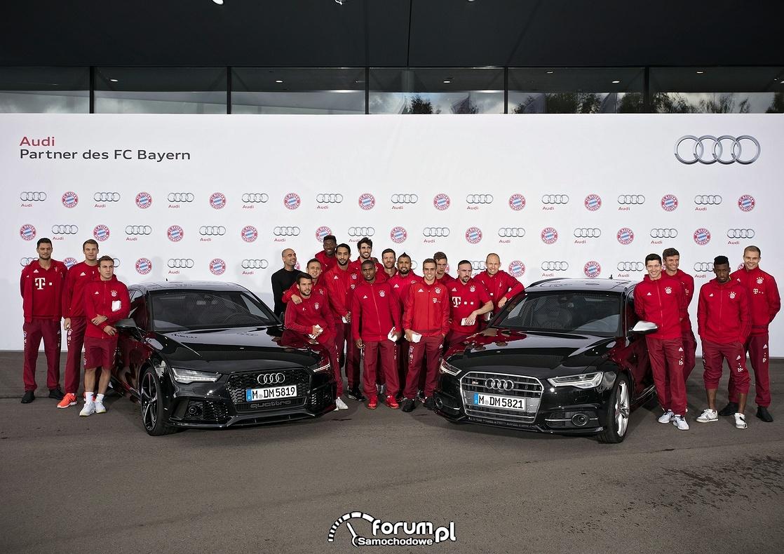 Grupowe zdjęcie klubu FC Bayern i Audi