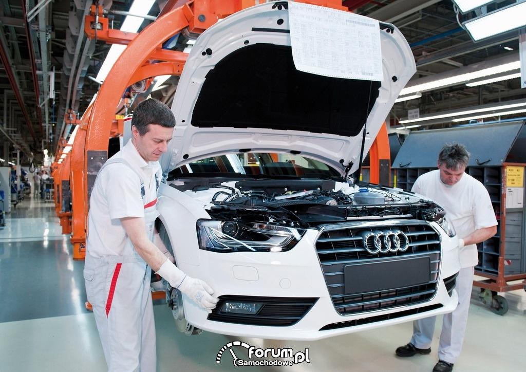 Linia montażowa Audi, montaż przedniego zderzaka