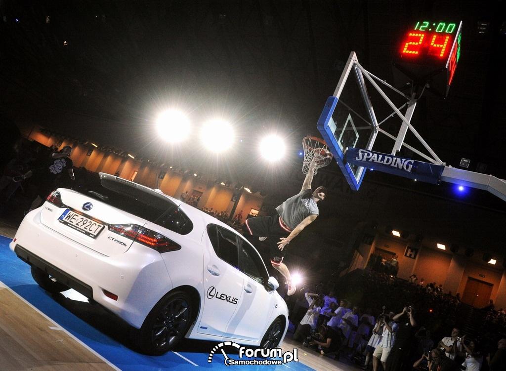 Marcin Gortat, Lexus CT200h na boisku do koszykówki, 2
