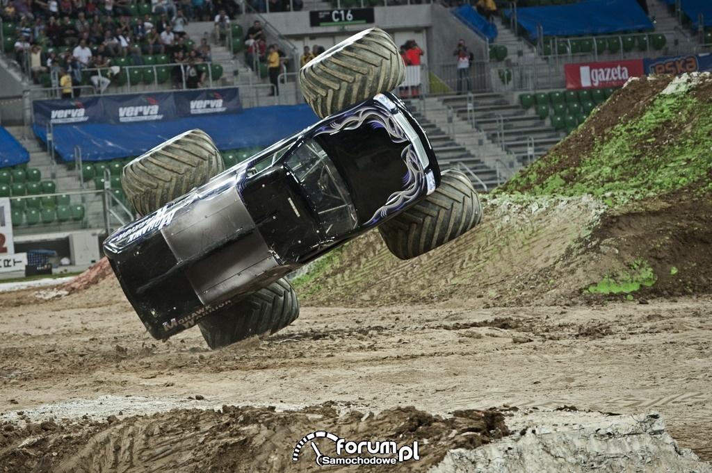 Monster truck na boku - Monster Jam 2011