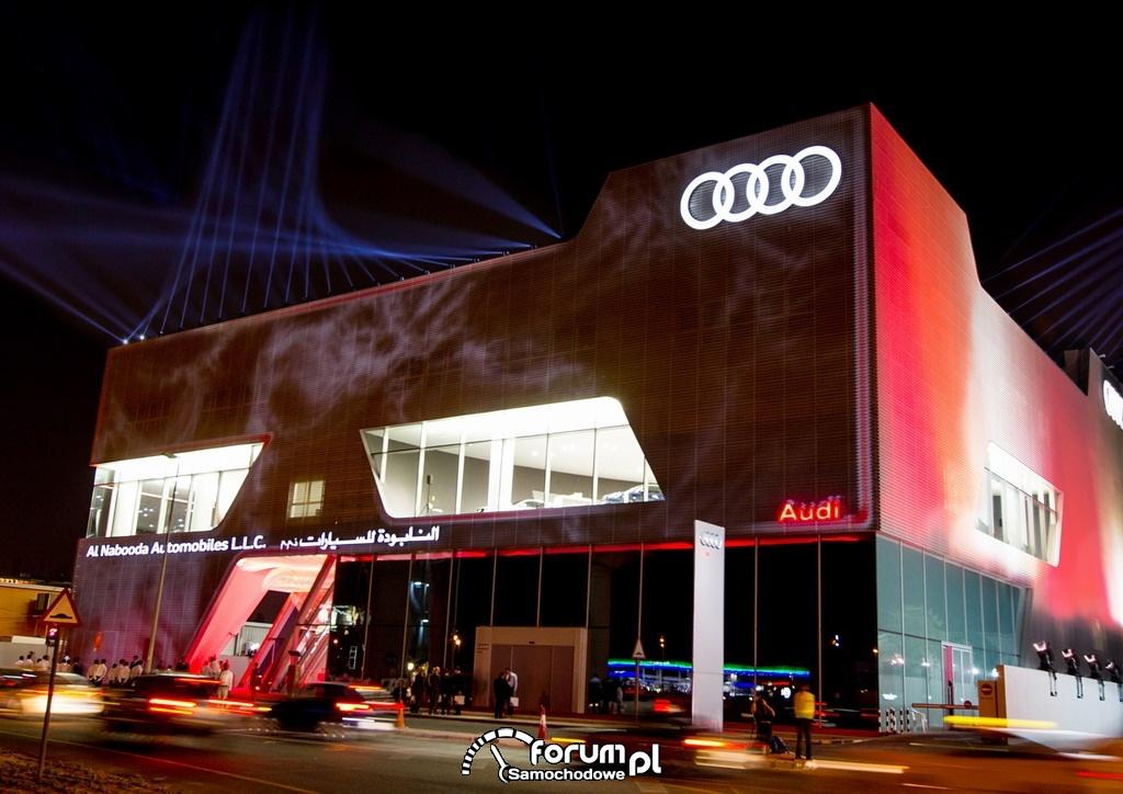 Największy na świecie salon Audi w Dubaju, noc