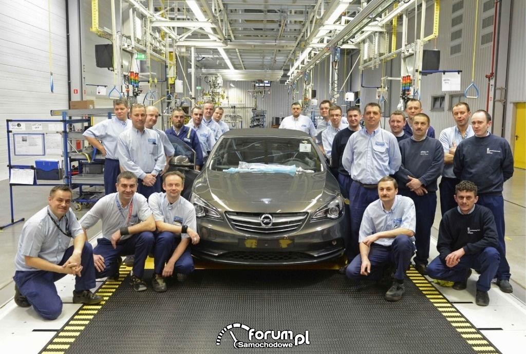 Opel Cascada, pracownicy fabryki Opla w Gliwicach