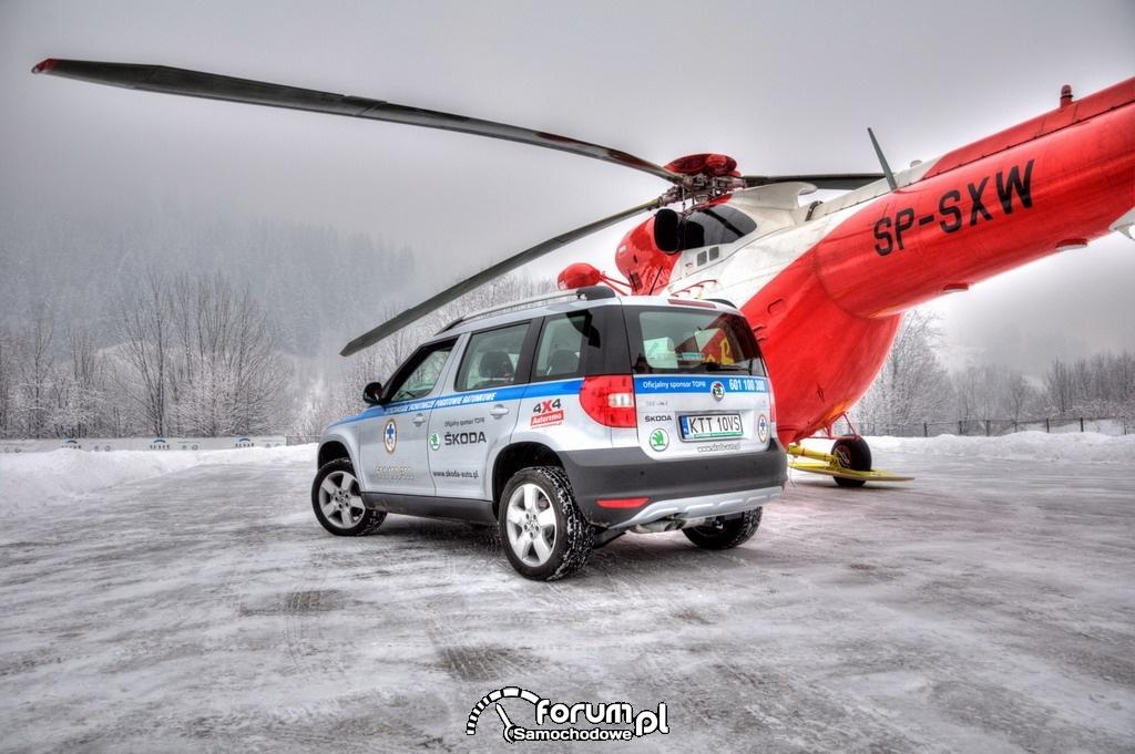 Skoda Yeti tył i Helikopter TOPR SP-SXW