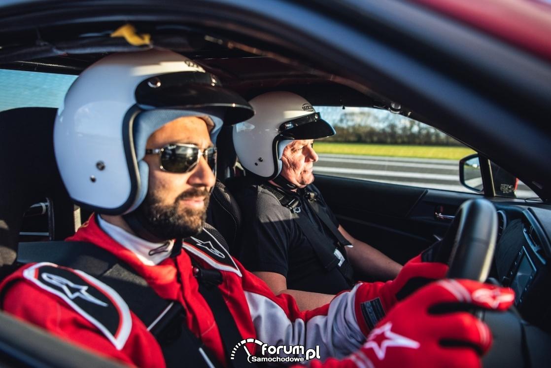Toyota GT86 - Amit Patel, niewidomy kierowca z pilotem