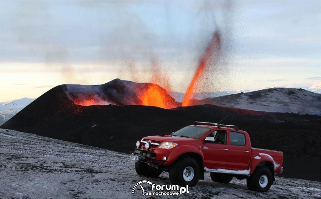 Toyota Hilux pokonuje wulkan Eyjarfjallajökull