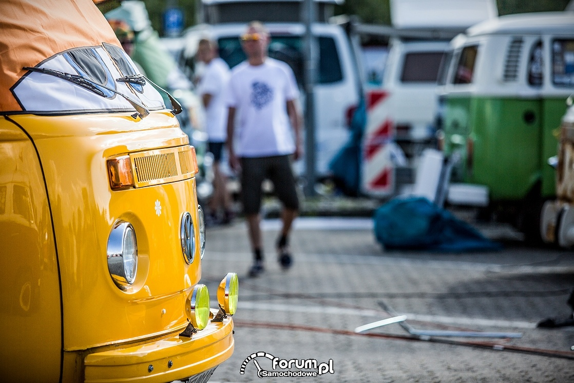 VW T Bulli, żółte halogeny