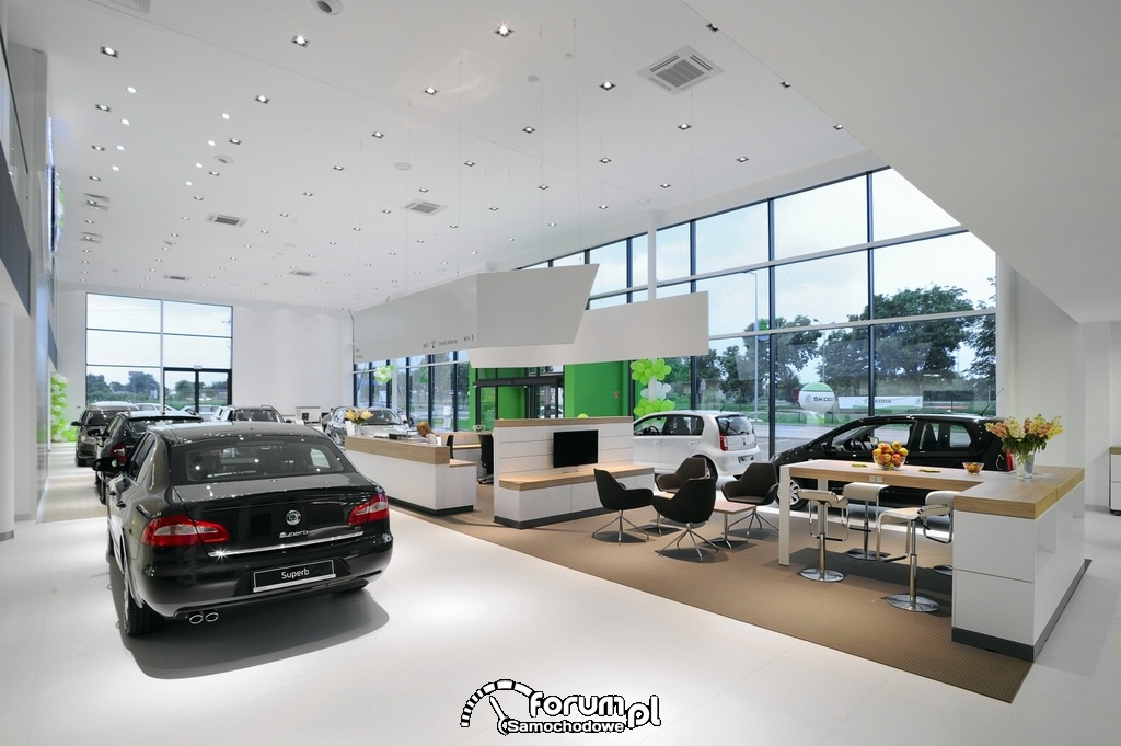 Wnętrze salonu Bohemia Motors w Warszawie, Salon Skoda